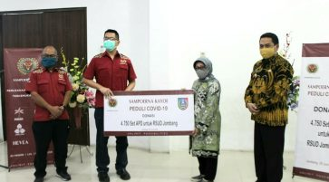 Sampoerna Kayoe Donates 4,750 Personal Protective Equipment Sets to Jombang District
