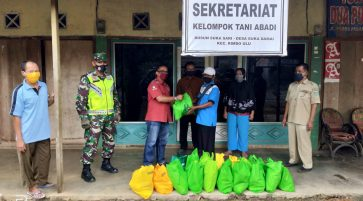 SAMPOERNA KAYOE DONATES BASIC COMMODITIES TO SMALLHOLDER RUBBER WOOD FARMERS